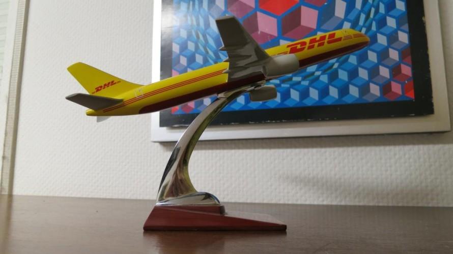 Schöner 3d-gedruckter Ständer für ein Modellflugzeug
